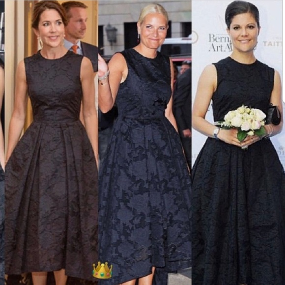 Elle Dresses & Skirts - Black Flower dress